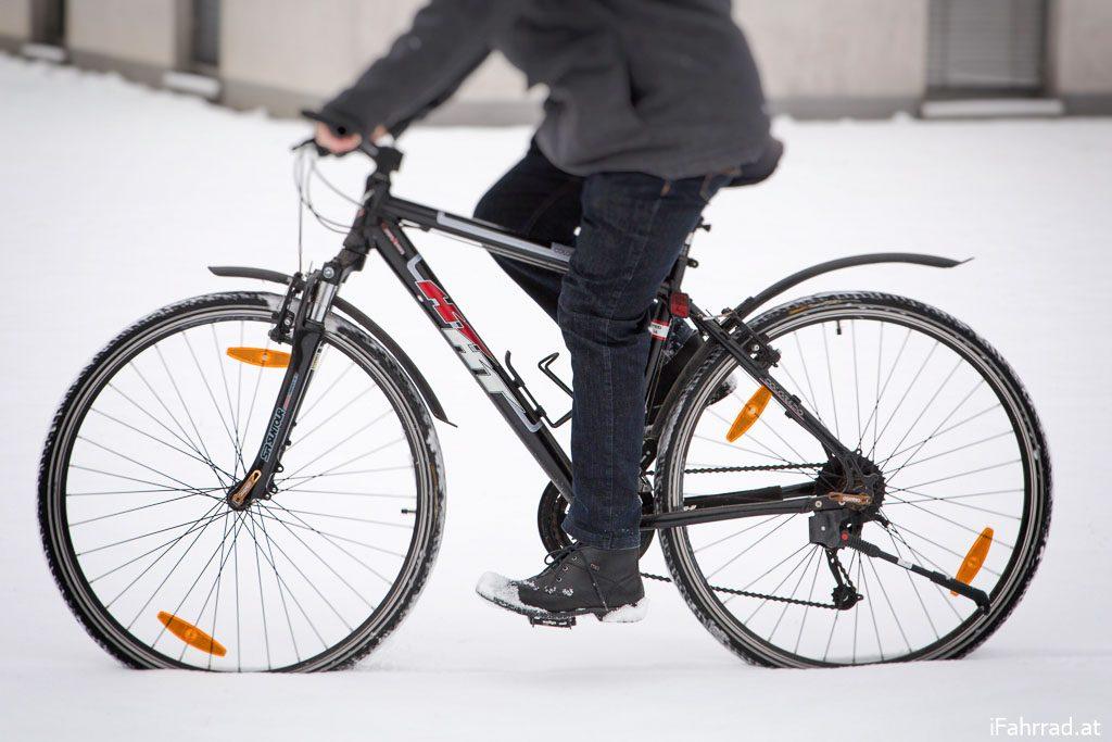 Radfahrer Schnee